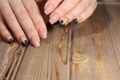 gentle ногти бежа маникюра Стоковые Фотографии RF