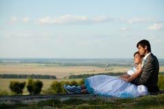 Gentle hugs on background skyline Royalty Free Stock Photos