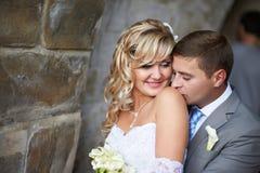 Gentle kyssen på skulderen Fotografering för Bildbyråer