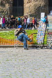 Gentlemansammanträde i en stol Royaltyfria Foton