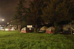 Gentrification wojna: Bezdomni obozy Oakland i Berkley obraz royalty free