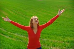 genuß Freie glückliche Frau, die Natur genießt Schönheits-Mädchen im Freien Lizenzfreies Stockfoto