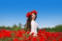 genuß Schöne sorglose Brunettefrau mit langem gesundem h Lizenzfreies Stockfoto