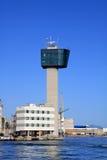Genua, de toren van de havencontrole Stock Foto's