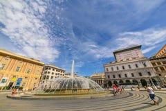 GENUA GENOVA - sikt av den De Ferrari fyrkanten med den centrala springbrunnen royaltyfri foto