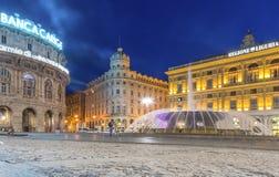 Genua, het Gebied van Ligurië, Italië, Europa - 12 Juni 2018: Piazza DE Ferrari is het belangrijkste vierkant in Genua Avondmenin royalty-vrije stock afbeelding