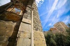 Genua - Inschrijvingen en details op één van de oude poorten van de stad, Porta Soprana stock foto