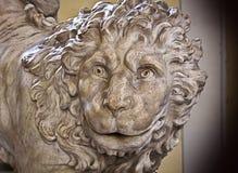 Genua, Italië - Oude marmeren leeuw, Renaissancebeeldhouwwerk Stock Foto