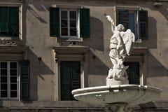 Genua, Itali? 04/05/2019 Fontein van Genio Marino stock foto