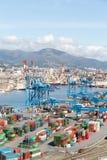 GENUA ITALIEN - APRIL 10, 2016: Högstämd sikt av kommersiell port Royaltyfri Foto