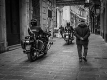 Genua, Italien - 21. April 2016: Italienische Polizeimänner Lizenzfreies Stockbild