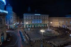 GENUA, ITALIEN - DEZEMBER, 19 2015 - guten Rutsch ins Neue Jahr und fröhliche Weihnachtsfeuerwerke Stockfotografie