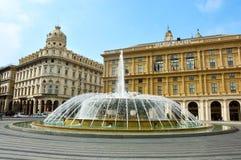 GENUA ITALIEN - JUNI 15, 2017: Piazza De Ferrari huvudsaklig fyrkant med springbrunnen i Genua, Italien Arkivbild