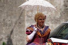 GENUA ITALIEN - MAJ 5 den 2018 - 19 århundrade klänningen ståtar för den Euroflora utställningen i det unika scenariot av Nervien Royaltyfria Foton