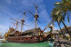 GENUA ITALIEN: Spansk gallion Neptun i den Porto anticoen Arkivfoton