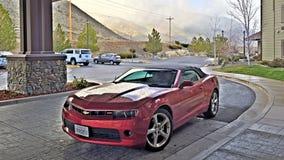 Genua NV, USA - Chevrolet Camaro cabriolet som parkeras nära Davids Walleys den Hot Springs semesterorten Arkivfoto