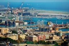 Genua portskeppsdockor, sikt från över, Liguria, Italien Arkivbild