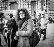 Genua Włochy, Kwiecień, - 21, 2016: Portret dymienie femal Fotografia Stock