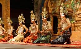 Genuflexión de los bailarines de Apsara imagen de archivo libre de regalías
