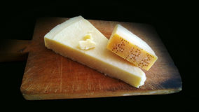 Genuine slice of parmigiano reggiano on the chopping board Royalty Free Stock Photography