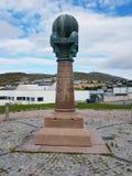 Geodätischer Punkt in Hammerfest lizenzfreie stockfotos