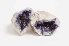 Geode da ametista no fundo branco imagens de stock royalty free