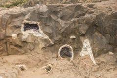 Geodes dans la roche photographie stock libre de droits