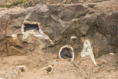 Geodes en la roca fotografía de archivo libre de regalías