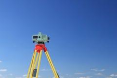 Geodesist que toma la medida Fotografía de archivo libre de regalías