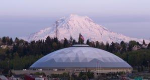 Geodetisk enig statistik för kupolMt Rainier City View Tacoma Washington royaltyfri bild