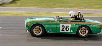 Geoff Byrne in een 1969 Triumph TR6 op de voorzijde rechtstreeks in Winton Royalty-vrije Stock Afbeelding