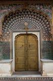 Geogous门在城市宫殿,斋浦尔 免版税库存照片