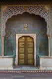 Geogous dörr i stadsslotten, Jaipur Royaltyfria Foton