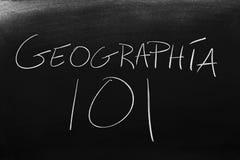 GeografÃa 101 på en svart tavla Översättning: Geografi 101 royaltyfri foto