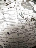 Geografi av världskartan i svartvitt arkivfoton
