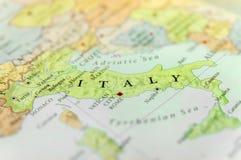 Geografisk översikt av det europeiska landet Italien med viktiga städer Arkivbild