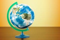 Geographische Kugel von Planet Erde auf dem Holztisch rende 3D Stockfotografie