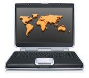 Geographische Weltkarte auf Laptopbildschirm Stockbilder
