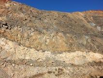 Geologi i en vägg för öppen grop Arkivbild