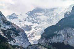 Geologia della montagna in alpi svizzere Fotografia Stock