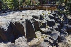 Geologia especial no monumento nacional de Postpile dos diabos imagens de stock