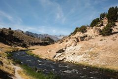 Geologischer Standort des heißen Nebenflusses Lizenzfreie Stockbilder