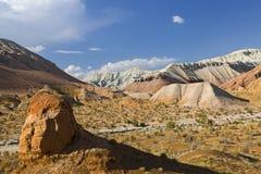 Geologiska bildande i Aaktau berg, Kasakhstan Royaltyfri Bild