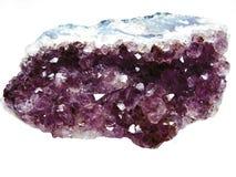 Geologiska kristaller för Amethyst kvartsgeode Arkivbild