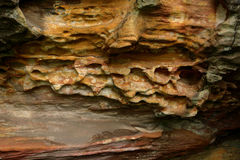 Geologiska lager av i lager jord - vagga Royaltyfri Fotografi