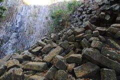 Geologiskt särdrag av vattenfallet för Los Tercios nära Suchitoto royaltyfri fotografi