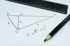 Geometría, el teorema pitagórico en un cuaderno de la escuela imagen de archivo libre de regalías
