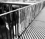 Geometría del paisaje urbano Mirada artística en blanco y negro Fotos de archivo