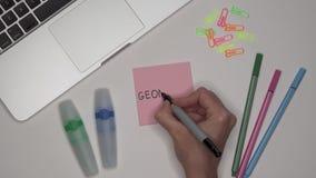 GEOMETRIA da escrita da mão da mulher no bloco de notas filme