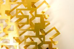 Geometria do corte de folha de bronze no fundo branco Imagens de Stock